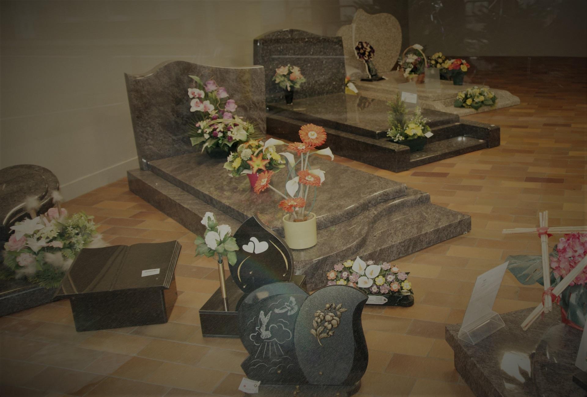 Monuments funéraires de l'agence de Pompes funèbres Hartmann à Héricourt