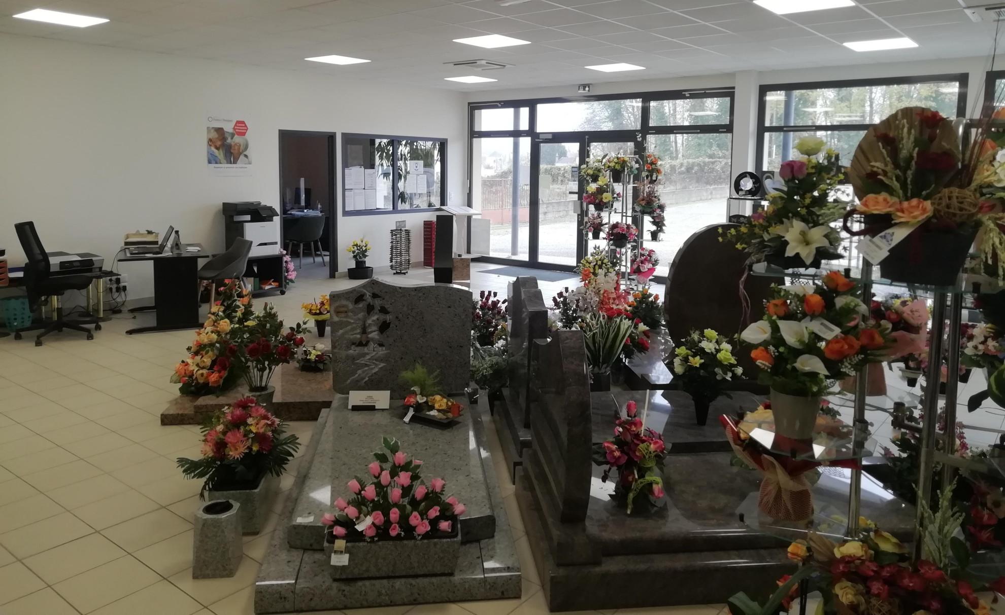 Exposition de monuments funéraires des pompes funèbres Poinsotte à Tonnerre