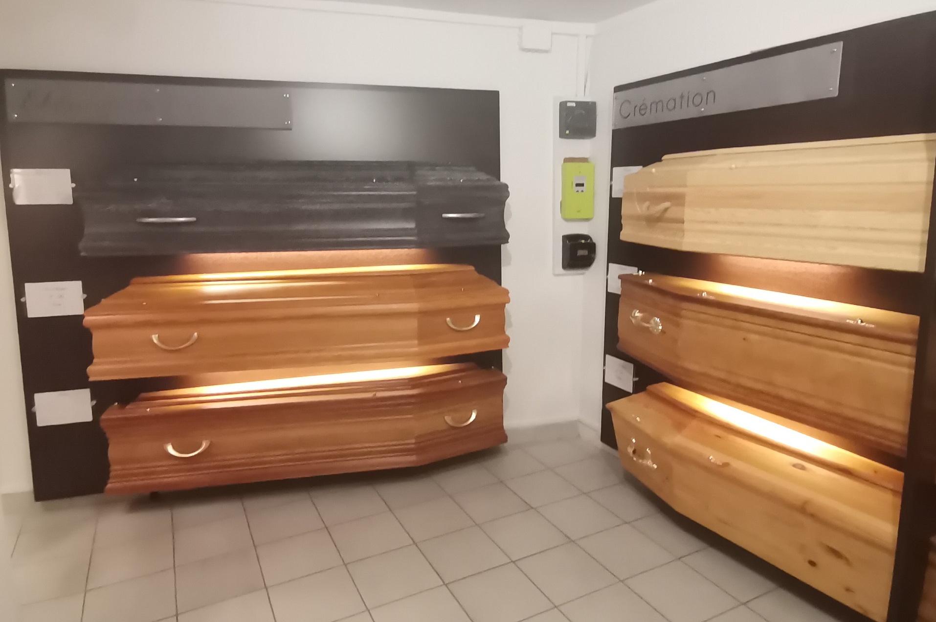 Salle d'exposition des cercueils de l'agence de Pompes funèbres Cunault à Versailles